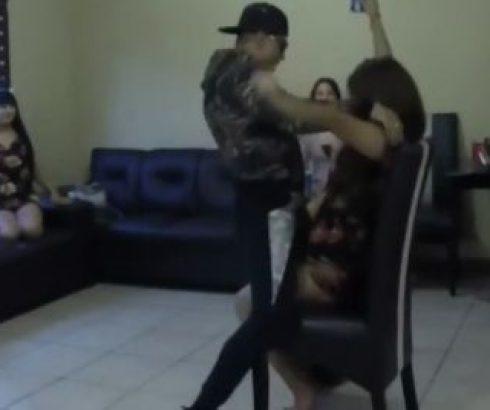 EN VIDEO: Al estilo narco 'marido enfurecidos' corre a strippers de su esposa 'punta de pistola'