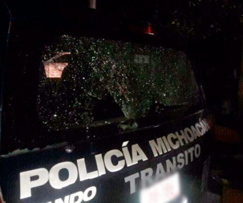 Blinda Parácuaro tras emboscada a policías